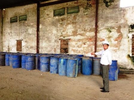 Những thùng hóa chất lạ đã bị công an bắt giữ, niêm phong