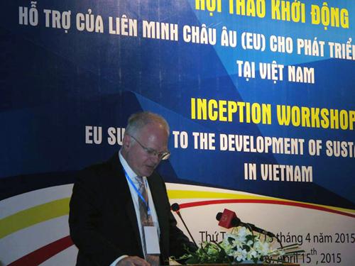 Tiến sĩ Franz Jessen, Đại sứ, Trưởng Phái đoàn Liên minh Châu Âu tại Việt Nam phát biểu khai mạc hội thảo. (Ảnh: Văn Phong)
