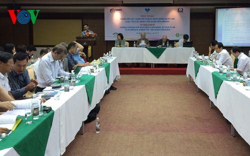 Hội thảo tham vấn xây dựng kế hoạch hành động quốc gia loại trừ các bệnh liên quan đến amiăng. (Ảnh: VOV.VN)