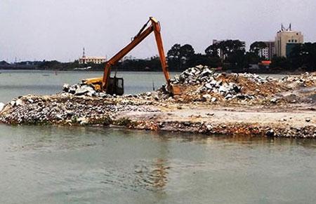Việc lấn sông Đồng Nai để làm dự án đã gây nhiều tranh cãi trong suốt thời gian qua (Ảnh: Trung Thanh)
