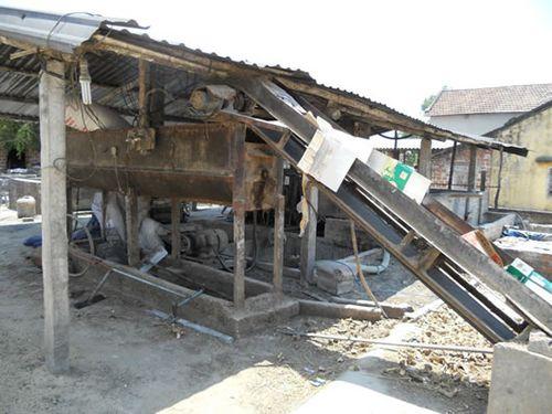 Nhiều hộ ở thôn Phú Hưng đầu tư hàng trăm triệu đồng để mở rộng quy mô sản xuất, chế biến tinh bột sắn. (Ảnh: Công an TP Đà Nẵng)