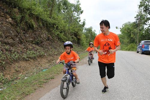 Gần 200 người đạp xe và chạy vì gấu