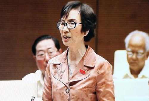 ĐB Bùi Thị An (đoàn Hà Nội) phát biểu tại hội trường. (Ảnh: Kinh tế & Đô thị Điện tử)