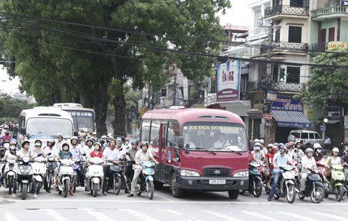 Xe máy là nguồn chính gây ô nhiễm không khí tại các thành phố lớn. (Ảnh: Thùy Dương)