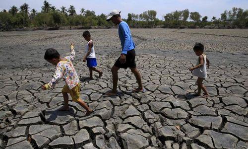 Các bác sĩ lo ngại trẻ em Úc phải hứng chịu những ảnh hưởng sức khỏe do hậu quả của BĐKH như sự gia tăng nhiệt độ, hạn hán, lũ lụt, cháy rừng và nắng nóng. (Ảnh: Romeo Ranoco / Reuters)