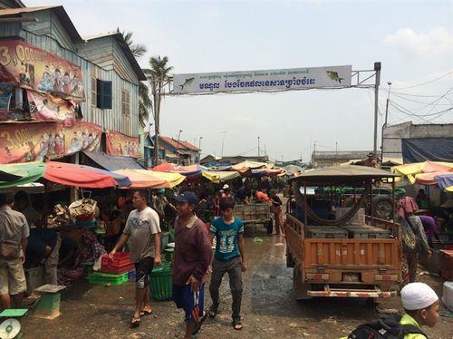 Một góc chợ Chpaum ở khu Đồng Nhà Cháy ven sông Ba Sac. (Ảnh: nongnghiep.vn)