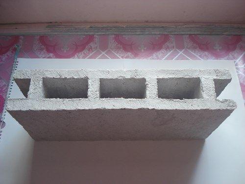 Chàng trai chế tạo gạch không nung từ giấy phế thải