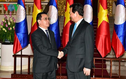 Thủ tướng Nguyễn Tấn Dũng tiếp Thủ tướng Lào Thongsing Thammavong