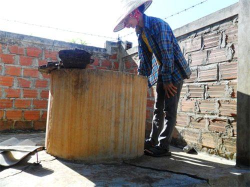 Bể chứa nước của gia đình chị Lài (Ảnh: Hoa Lê/Quân đội Nhân dân)