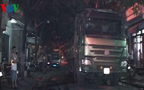 Lào Cai: Dân ra đường chặn xe tải vì gây ô nhiễm