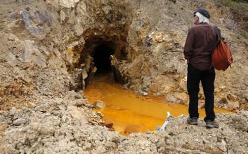 Dòng sông animas ở bang Colorado (Mỹ) có màu da cam cho chất thải độc hại chảy ra (Ảnh: AP)