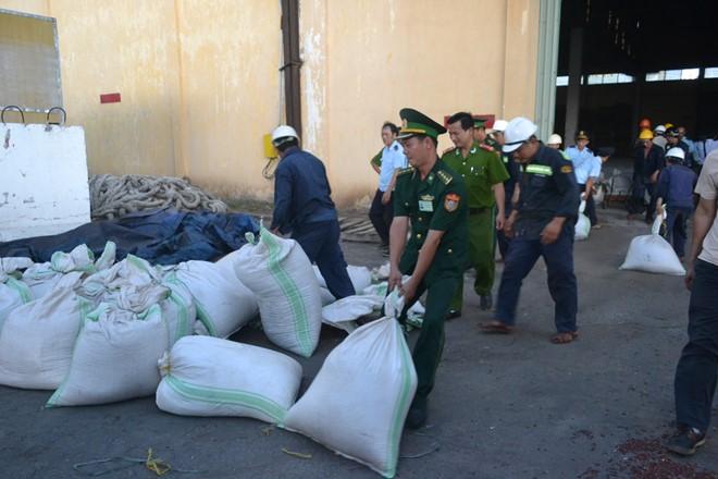 Lại bắt giữ một lượng lớn ngà voi, vảy tê tê nhập lậu vào Việt Nam