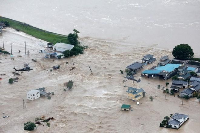 Gần 100.000 người Nhật Bản phải sơ tán do mưa lớn, lũ lụt