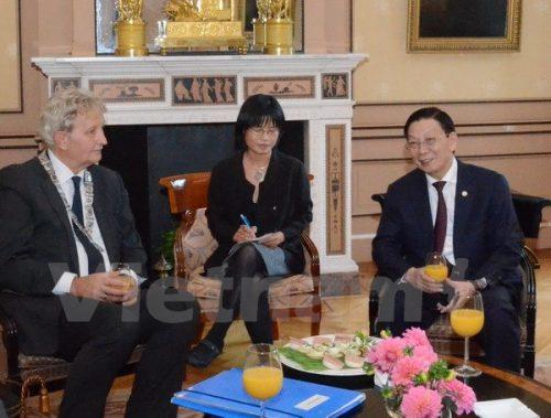 Chủ tịch Ủy ban Nhân dân thành phố Hà Nội Nguyễn Thế Thảo trong buổi làm việc với phía Hà Lan (Ảnh: Vietnam+)