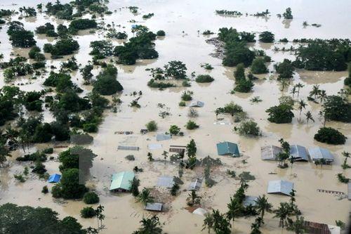 Cả triệu người dân bị ảnh hưởng do mưa lũ ở Brazil và Myanmar