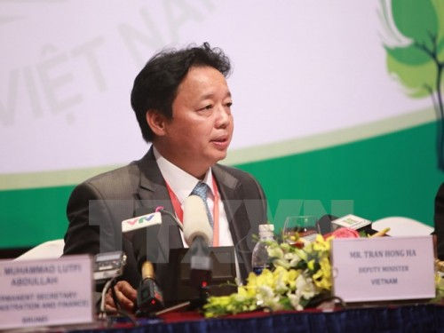 Thứ trưởng Bộ Tài nguyên và Môi trường Trần Hồng Hà tại buổi họp báo (Ảnh: TTXVN)