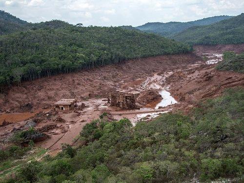 Brazil ra lệnh sơ tán dân cư trước nguy cơ tiếp tục vỡ thêm đập