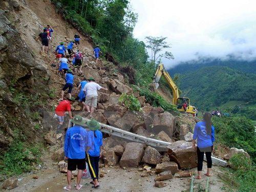 Sạt lở đất do lũ quét tại Lào Cai (Ảnh: Phạm Kiên/TTXVN)