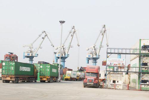Hàng hóa tồn đọng gây nhiều hệ lụy tới công tác quản lý và hoạt động XNK qua cảng Hải Phòng (Ảnh: T.Bình)