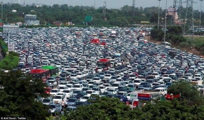 Ấn Độ: Áp dụng chính sách biển số xe chẵn lẻ ở New Delhi