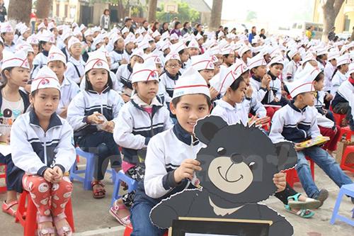 Phát động cuộc thi vẽ tranh bảo vệ gấu tại trường tiểu học Phụng Thượng, huyện Phúc Thọ, Hà Nội. (Ảnh: Hùng Võ/Vietnam+)