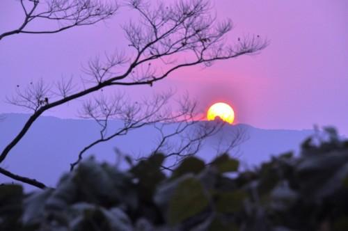 Hoàng hôn buông xuống trên núi Sơn Trà
