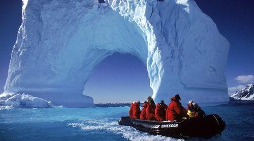 Các nhà khoa học thám hiểm Nam Cực (Nguồn: cimsec.org)