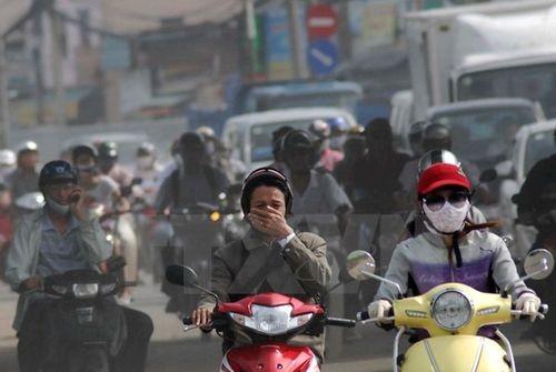 Cảnh khói bụi trên đường ở Thành phố Hồ Chí Minh (Ảnh: Mạnh Linh/TTXVN)