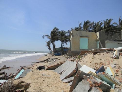 Nhiều khu vực ở tỉnh Bình Thuận bị thiệt hại nặng nề như thế này do biển xâm thực