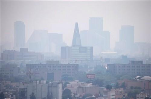 Khói bụi tại thành phố Mexico City (Ảnh: AP)