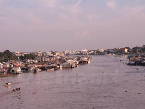 Sông Hậu, đoạn qua qua thành phố Châu Đốc, tỉnh An Giang (Ảnh: Hùng Võ/Vietnam+)