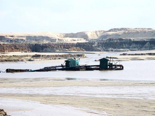 Sau gần 7 năm, mỏ sắt Thạch Khê vẫn chưa bóc xong tầng phủ (Ảnh: Trần Tùng/Thanh Tra)