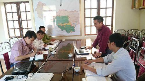 Ông Hoàng Xuân Thủy – Phó Giám đốc Trung tâm Con người và Thiên nhiên trình bày các nội dung hợp tác (Ảnh: PanNature)