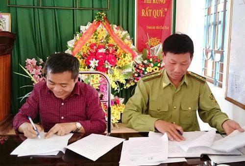 Đại diện hai bên ký Thỏa thuận hợp tác (Ảnh: PanNature)