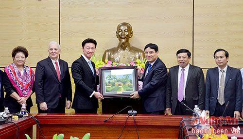 Lãnh đạo tỉnh Nghệ An và đại diện Công ty Hemaraj tại buổi làm việc (Ảnh: Báo Nghệ An)