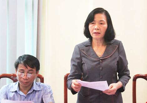 Bà Nguyễn Thị Thu Hà báo cáo về tình hình hạn hán, xâm nhập mặn và thủy sản chết hàng loạt.
