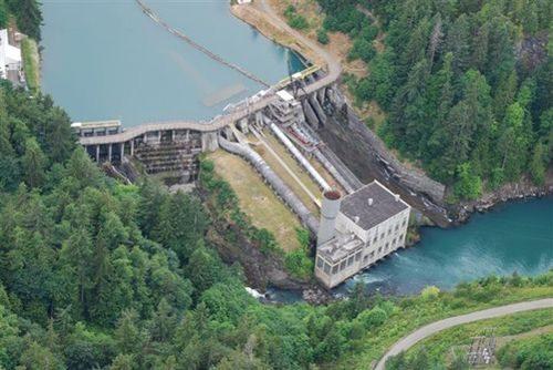 Con đập lâu năm trên sông Elwha có tuổi thọ 98 năm đã bị dỡ bỏ vào tháng 9/2011.