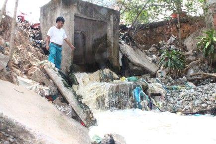 Nước thải độc hại tung bọt trắng xóa trong các khu nhà trọ công nhân tại ấp 3, xã Hiệp Phước, H.Nhơn Trạch, tỉnh Đồng Nai.