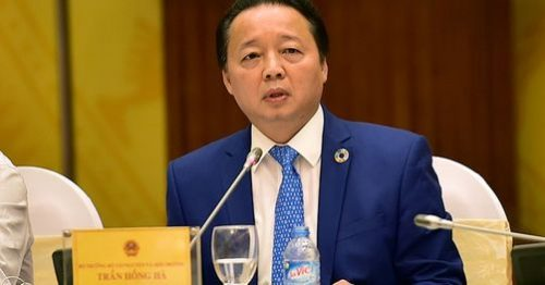 Bộ trưởng Bộ Tài nguyên và môi trường Trần Hồng Hà trả lời câu hỏi của báo chí (Ảnh: chinhphu.vn)