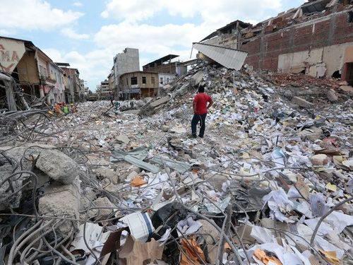 Cảnh đổ nát sau trận động đất tại Portoviejo, Ecuador ngày 20/4 (Nguồn: AFP/TTXVN)
