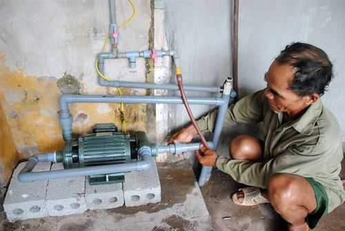 Ông Nguyễn Văn Tư thì lo lắng vấn đề nguồn nước sinh hoạt bị ảnh hưởng