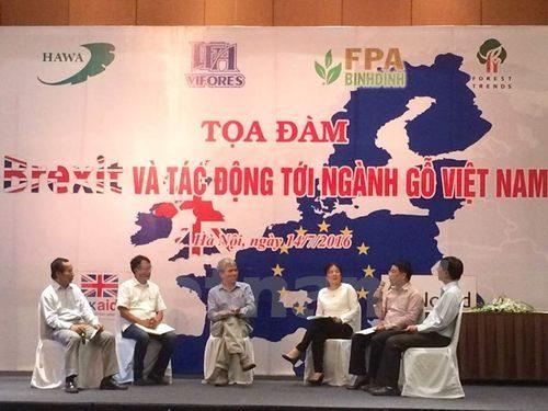 """Các đại diện tham gia tọa đàm """"Brexit và tác động tới ngành gỗ Việt Nam."""" (Ảnh: Thanh Tâm/Vietnam+)"""