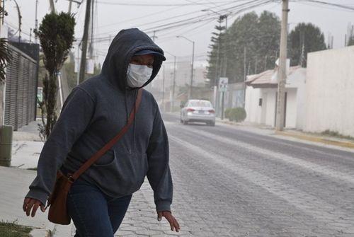 Thủ đô của Mexico chìm trong tro bụi của núi lửa Popocatépetl
