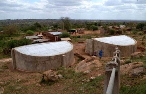 Bể trữ nước ở quân Kikumbulyu (Ảnh: Reuters)