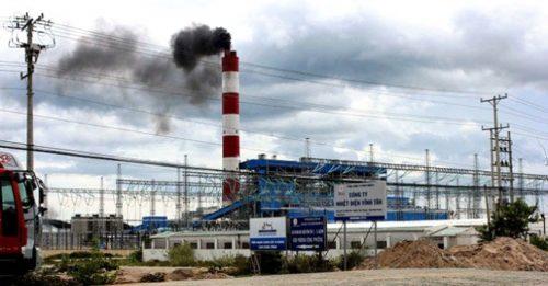 Nhà máy nhiệt điện Vĩnh Tân 2 từ khi vận hành đãgây phát tán bụi, ảnh hưởng đến môi trường xung quanh (Ảnh: TL)