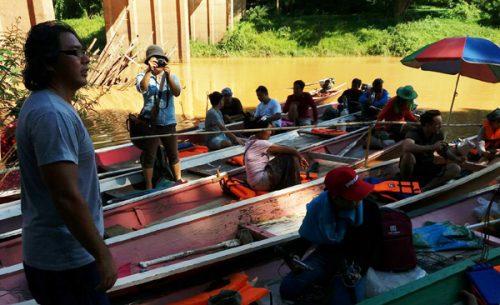 Anh Channarong Wongla, đại diện người dân địa phương giải thích dự án tác động đến cộng đồng địa phương thế nào (Ảnh: Hoàng Hường)