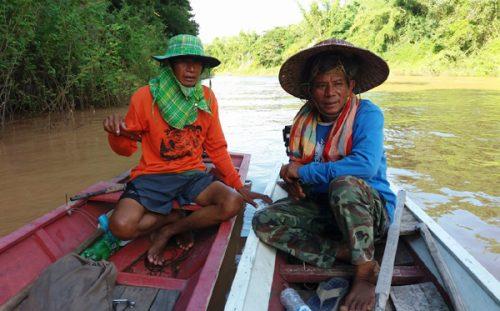 Nông dân Thái Lan trên dòng sông Loei (Ảnh: Hoàng Hường)