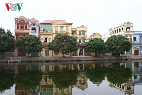 Kiến trúc mới bắt chước kiểu nhà phố (Từ Sơn, Bắc Ninh)