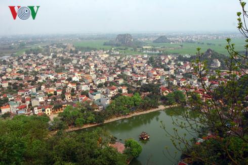 Xã Sài Sơn, huyện Quốc Oai, Hà Nội trong quá trình đô thị hoá, mật độ xây dựng rất cao, kiến trúc truyền thống mai một.