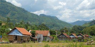 """Hiu hắt làng nghèo Đăk Tral nằm ngay """"cổ họng"""" thủy điện Vĩnh Sơn 5."""